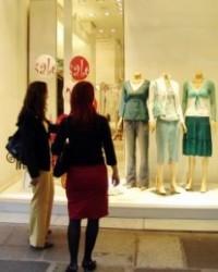 A bálás ruha főleg Angliából érkezik Magyarországra